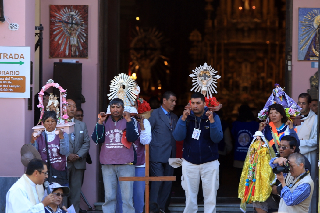 Pilgrims bringing offerings to the Cathedral
